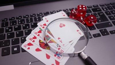 poker computer_Modif.jpg