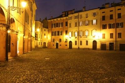 A Modena, in piazza Pomposa primo rientro dei vacanzieri!